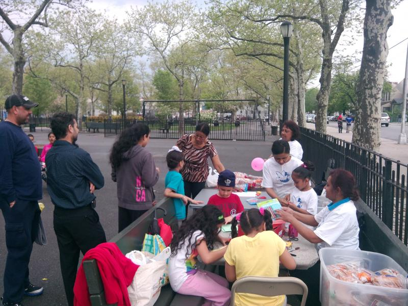 Designing Moter's Day cards with kids in the community playground.